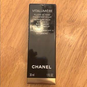 Chanel Vitalumiere Moisture Rich Fluid Makeup